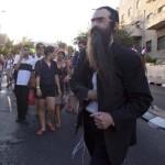 В Иерусалиме ультраортодокс с ножом напал на участников гей-парада (5 фото)