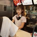 Очень красивую работницу McDonald's в Тайване люди называют «богиней»