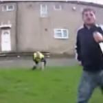 Британец напал на полицейского с огромным ножом (ВИДЕО)