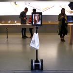 Робот из iPad на колесиках самостоятельно купил новый iPhone