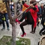 Китайцы разгромили аллею сакур ради селфи