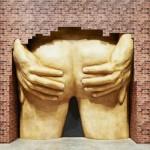 Скульптуру в виде мужских ягодиц могут наградить престижной премией