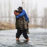 Слепой и безрукий китайцы высадили тысячу деревьев