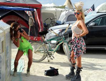 Подборка самых эпатажных нарядов фестиваля Burning Man