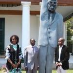 Президент Зимбабве в разгар кризиса открыл памятник самому себе