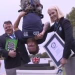 Британец прыгнул с 75-метровой высоты, чтобы обмакнуть печенье в чай