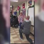 Американский учитель с учениками сделал предложение своей девушке