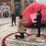 Китаец подарил своей девушке огромный камень вместо квартиры
