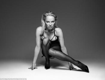 Памела Андерсон снялась в откровенной фотосессии для бренда эротического белья