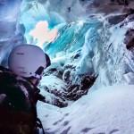 Горнолыжник показал, как упал в 20-метровую расщелину