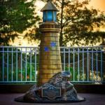 """""""Дисней"""" установил памятник мальчику, убитому крокодилом"""