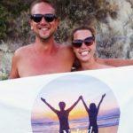 Семья нудистов путешествует по всему миру голыми