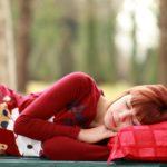 При хроническом недосыпе мозг «съедает» сам себя