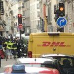 В Париже неизвестный мужчина захватил заложников среди которых беременная (видео)