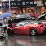 Только села за руль Ferrari и сразу разбила машину: видео о том, как не стоит водить дорогущие суперкары