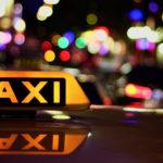 Китаец оставил в 100 раз больше денег за поездку на такси: теперь его ищут власти города