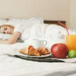 Те, кто любит спать при включенном свете, набирают лишний вес