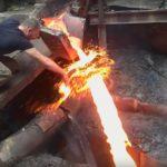 Мокнул руку в раскаленный металл: русский сталевар шокировал американцев (видео)
