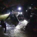 Из затопленной пещеры в Таиланде спасли уже 8 подростков. Как проходит операция