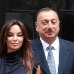 Как первой леди Азербайджана удается выглядеть настолько молодо в свои 53 года