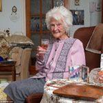 112-летняя британка считает секретом своего долголетия — рюмочку виски. Каждый день