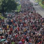 Почему Трамп справляется намного хуже с караваном мигрантов, чем предшественники
