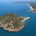 Миллионер потерял все свое состояние и переселился на необитаемый остров