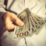 В 24 штатах повысят минимальную почасовую оплату