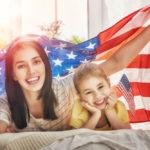Гражданство дают всем родившимся в США, но Трамп хочет это изменить. Такое возможно?