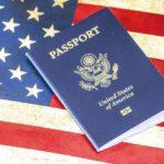 В США могут прекратить выдавать гражданство по праву рождения