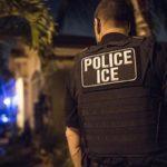 Муж попытался подкупить иммиграционного полицейского, чтобы депортировать жену