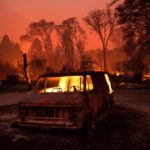 В Калифорнии лесной пожар уничтожил город Парадайс (фото, видео)