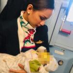 Стюардесса покормила грудью чужого малыша