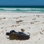 Пара нашла на пляже бутылку со старейшим в мире посланием 1886 года