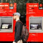 Австралиец сумел обмануть банкомат на $1,1 млн, но его замучила совесть