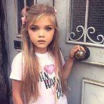 7-летняя девочка из детдома в России покоряет мировые подиумы