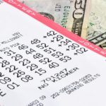 Коварная любовь: девушка украла у возлюбленной лотерейный билет на полмиллиона долларов