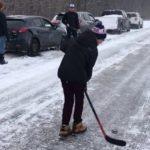 Чем занимаются канадцы, пока ждут, когда расчистят дорогу
