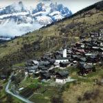 За переезд в эту швейцарскую деревню предлагают $70 тысяч. Как же там устроена жизнь?