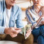 Жительница США обязала мужа выплачивать алименты на 50-летнюю дочь