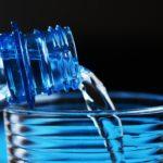 Почему полезно пить теплую воду и чем холодная может быть вредной