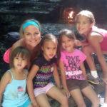 Американка удочерила четырех дочерей своей подруги и эту история невозможно читать без слез
