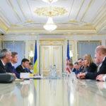 Зеленский надеется на встречу с Трампом в ближайшее время и просит США усилить санкции против России