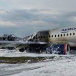 В Москве после экстренной посадки загорелся Superjet. Причины происшествия и последняя информация (видео)