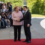 Меркель на встрече с Зеленским дрожала и покачивалась (видео). Что это было?