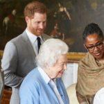 Чем владеют и сколько зарабатывают британские монархи