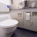 Пилот рассказал, что будет, если покурить в туалете самолёта?