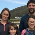 Семья британцев устроилась работать на острове мечты, но сбежала уже после первого дня