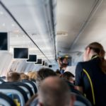 Незнакомец уступил свое место в первом классе самолета маме с ребенком