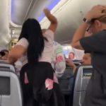 Женщина приревновала мужа на борту American Airlines и побила его ноутбуком (видео)